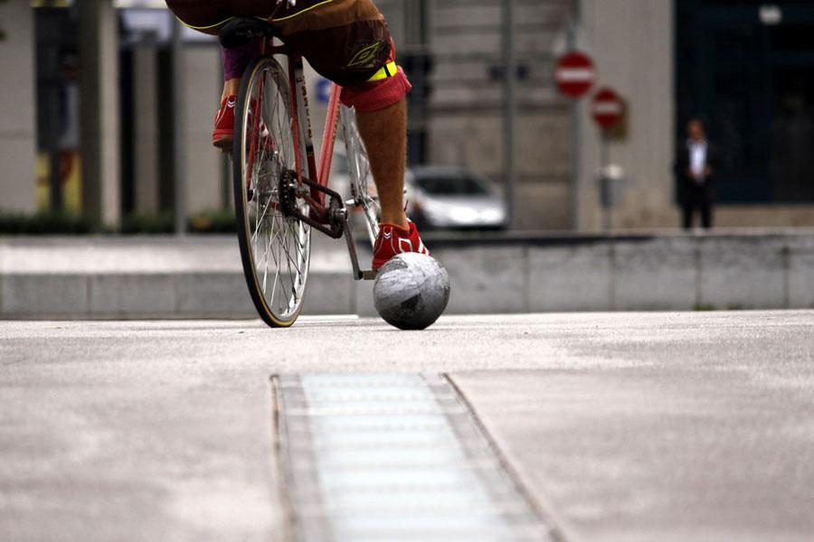 Велосипедом по мячу: что такое велобол?