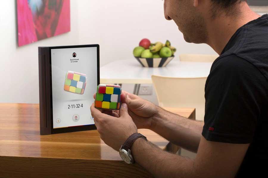 Венгерско-израильский стартап разработал умный кубик Рубика, который сам подсказывает, как его собирать