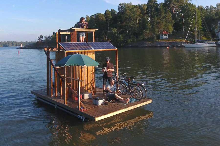 Финский изобретатель построил плавучую сауну с солнечными батареями и собирается на ней добраться до Таллина