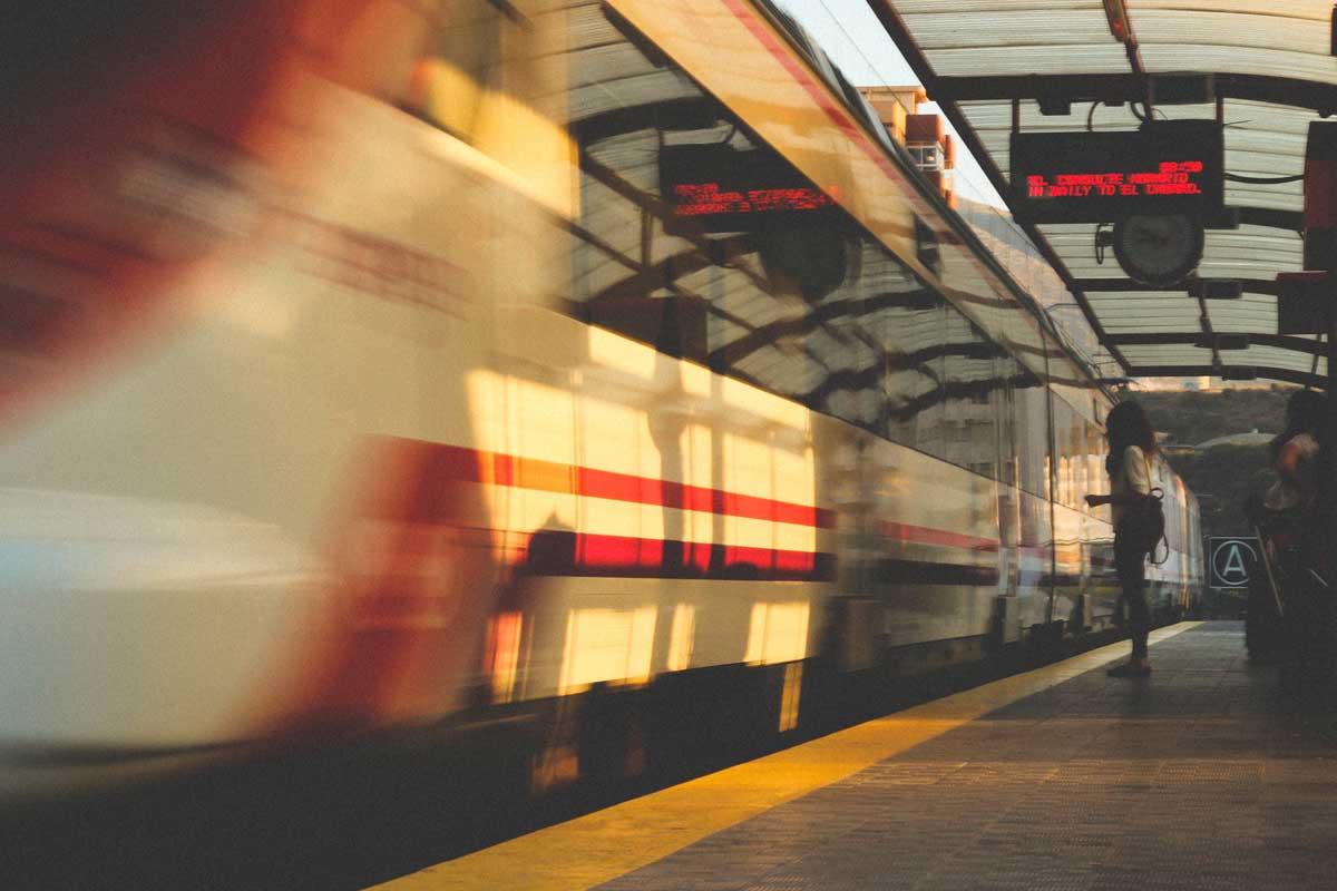 В Испании запустят скоростной поезд-лоукостер Мадрид-Барселона