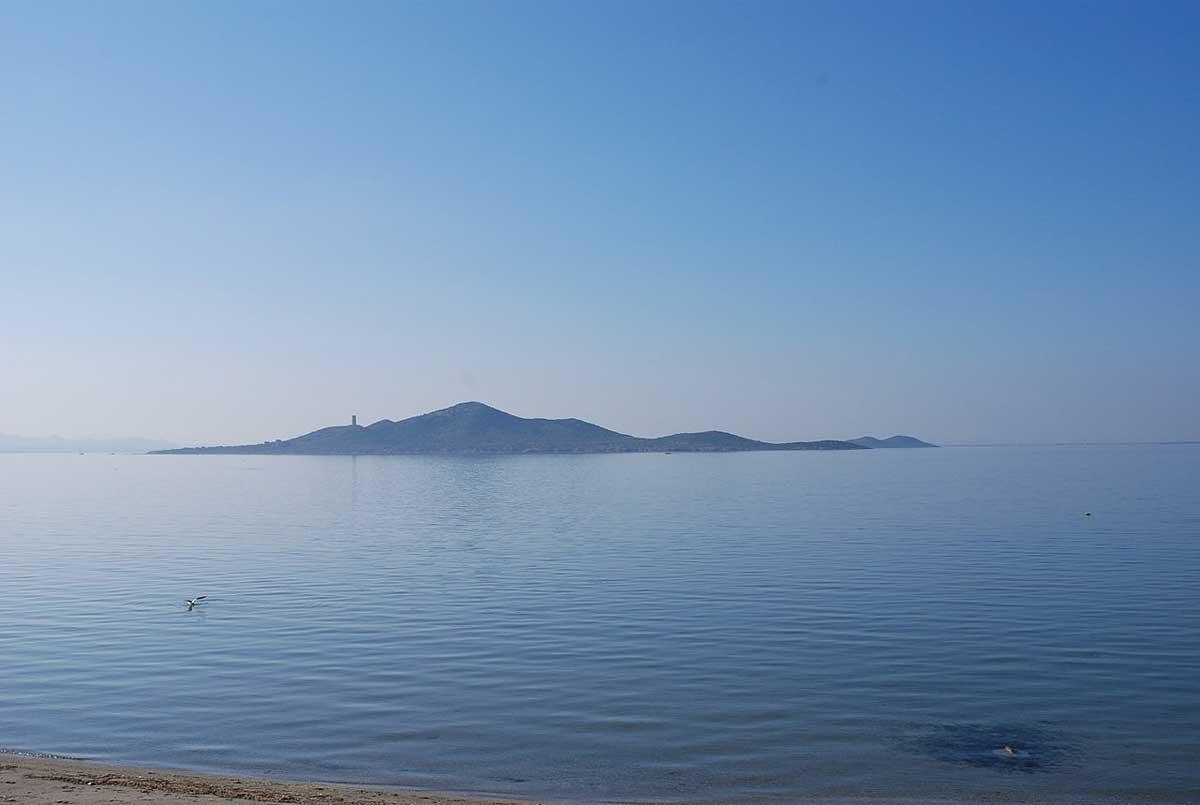 Уникальное соленое озеро в Испании спасут от водорослей и удобрений