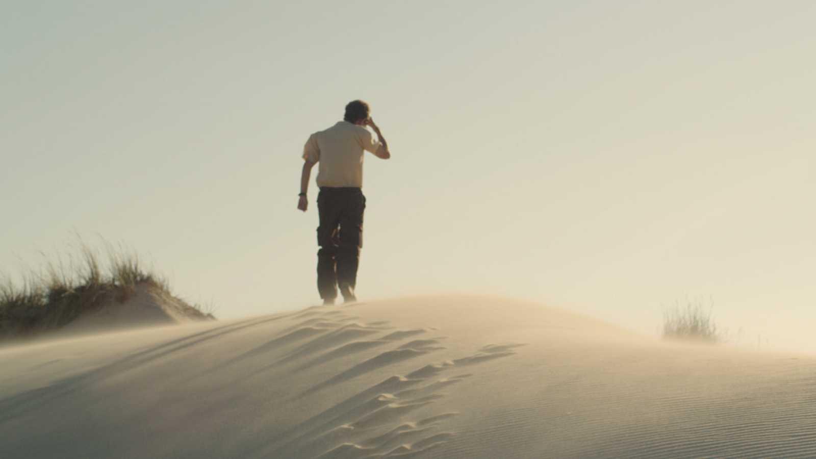 Кинопоказ онлайн «Море смотрит на нас издалека» (Испания)