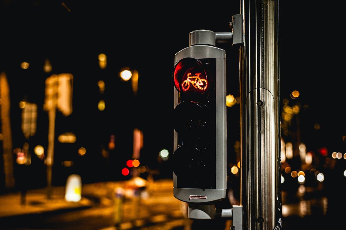 В Дюссельдорфе мобильное приложение для велосипедистов синхронизировали со светофорами, чтобы велосипедисты могли не останавливаться