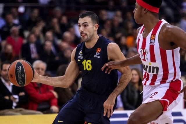 Tanta difesa e tanto Sloukas. Il Fenerbahçe espugna il Pireo