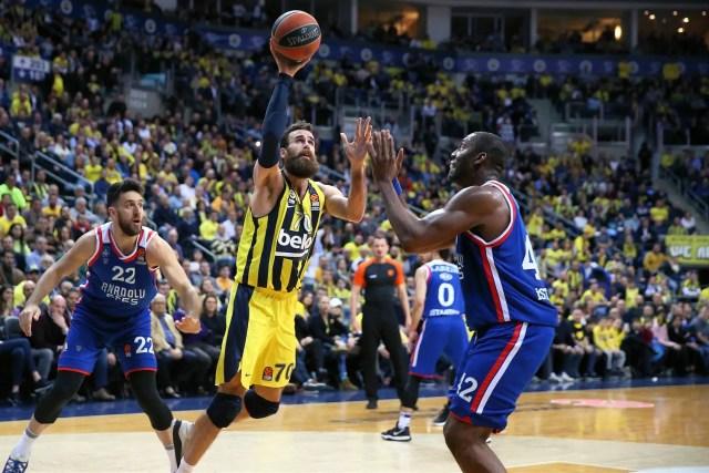 L'Efes non oppone resistenza a un impeccabile Fenerbahçe