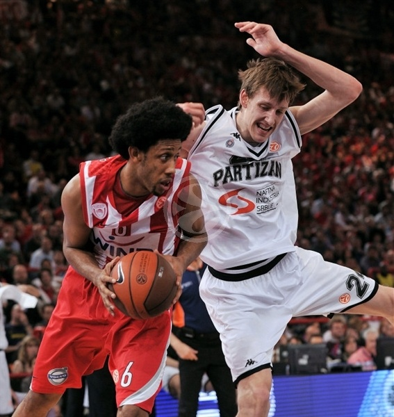 josh-childress-olympiacos-final-four-paris-2010