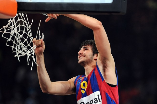ricky-rubio-regal-fc-barcelona-champ-euroleague-2010-final-four-paris-2010