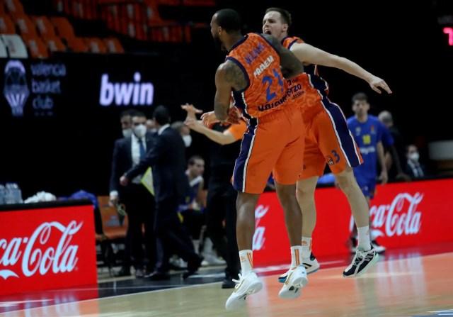 Valencia vince grazie a un altro finale buttato dal Maccabi