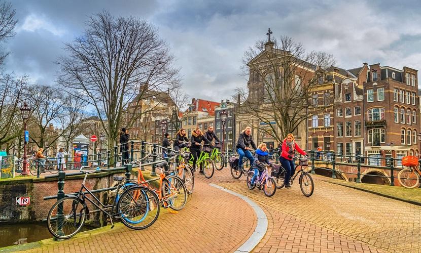 bicicleta como meio de transporte na Holanda