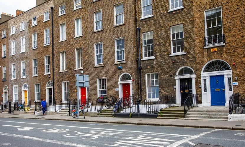 casas com portas coloridas na Irlanda