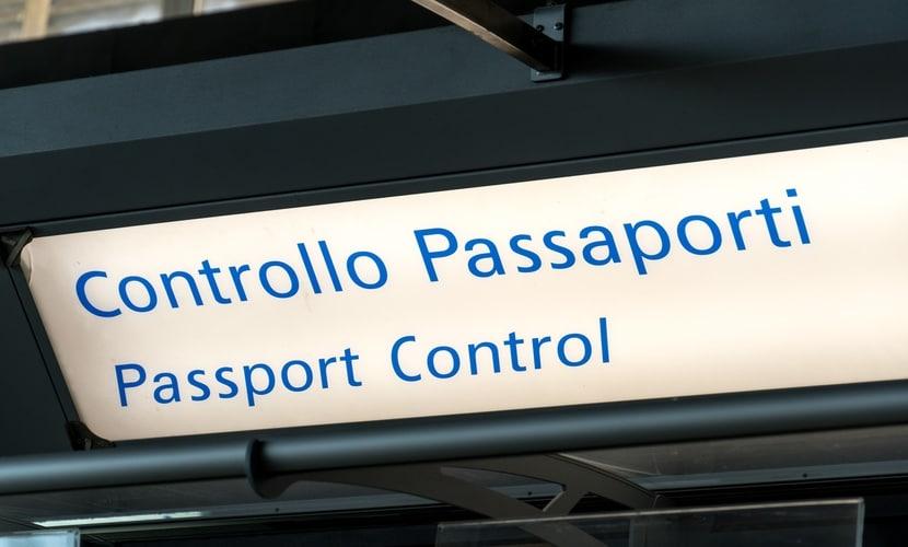 Controle de passaporte na Itália