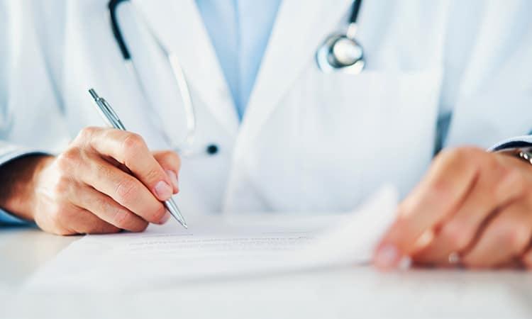 médico busca equivalência de diploma