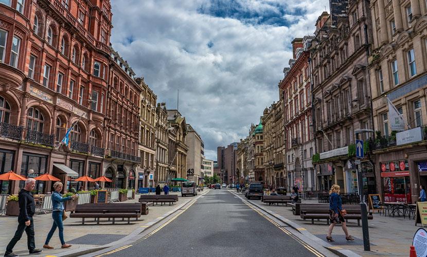 morar em Liverpool perto de Londres