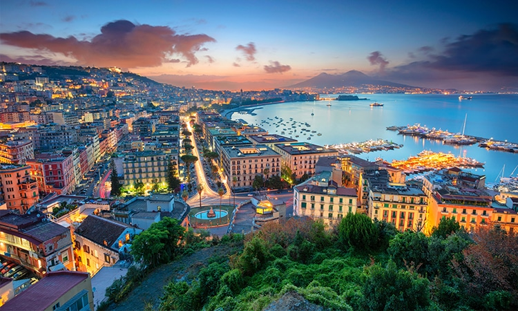 Nápoles a noite Itália
