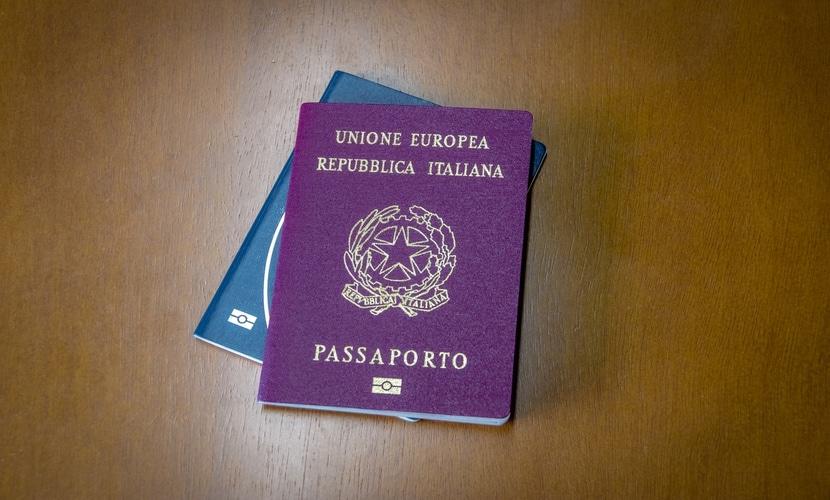 Passaportes brasileiro e italiano