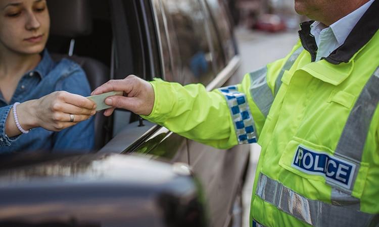 permissão internacional para dirigir polícia