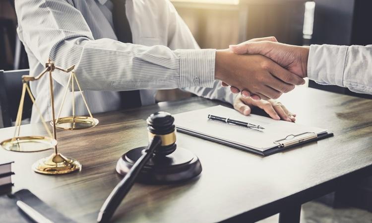 Quanto ganha um advogado em Portugal salário