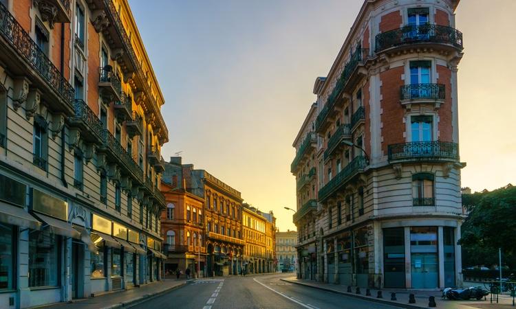 comprar casa na França rua com casas na França