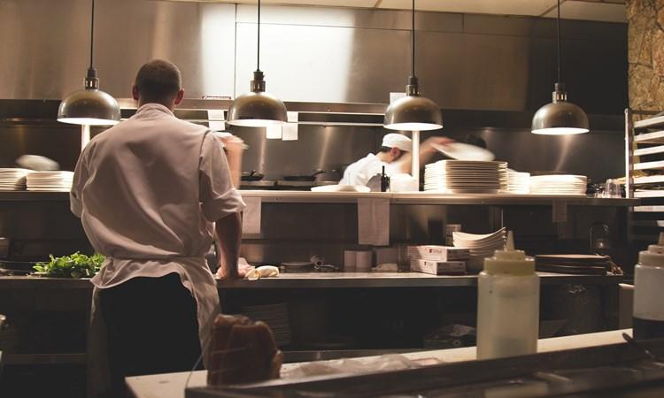 trabalho na italia para brasileiros restaurante