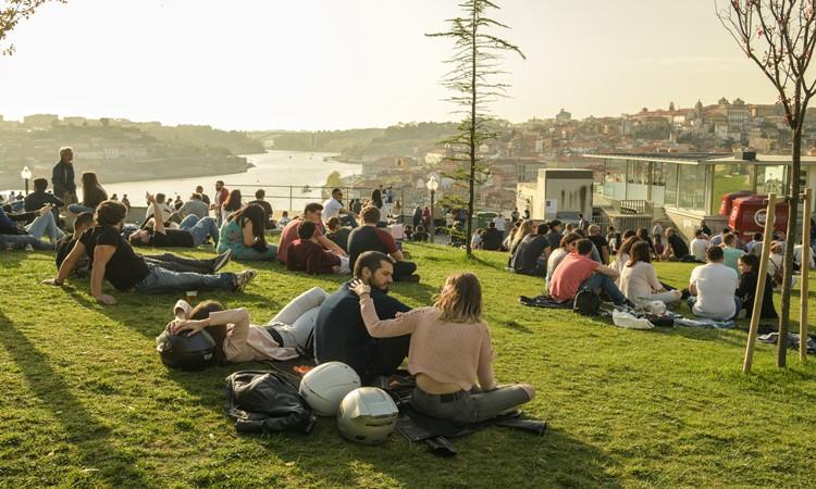 vale a pena morar e trabalhar em portugal porto