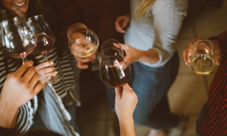 vinho frances brinde