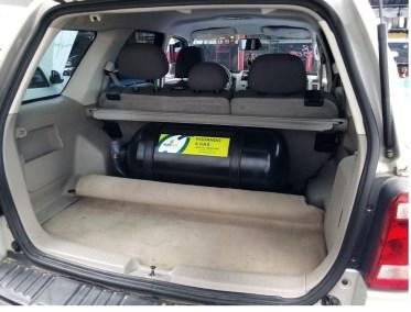 Ford Escape con cilindro de 65 litros - autonomia para un recorrido de 4 galones