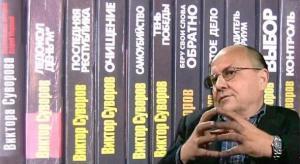 Viktor-Suvorov-and-his-books.jpg