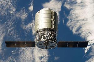 Standard variant of Cygnus approaching the ISS