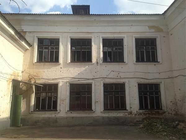 Zerschossenes Gebäude in Donezk