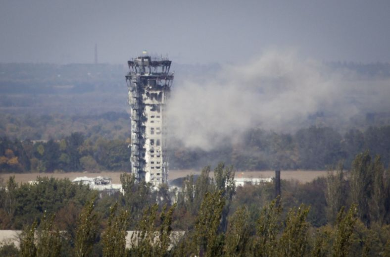 Dispatching tower in Donetsk airport with Ukrainian flag on top