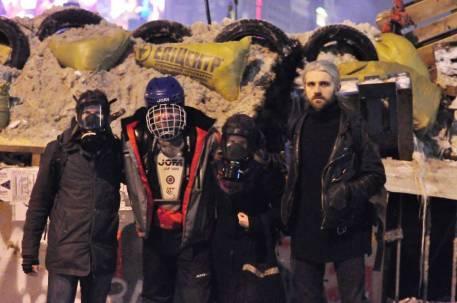 Wir zogen Masken über, damit wir nicht vor die Scheingerichte gezerrt und von der Polizei entführt wurden