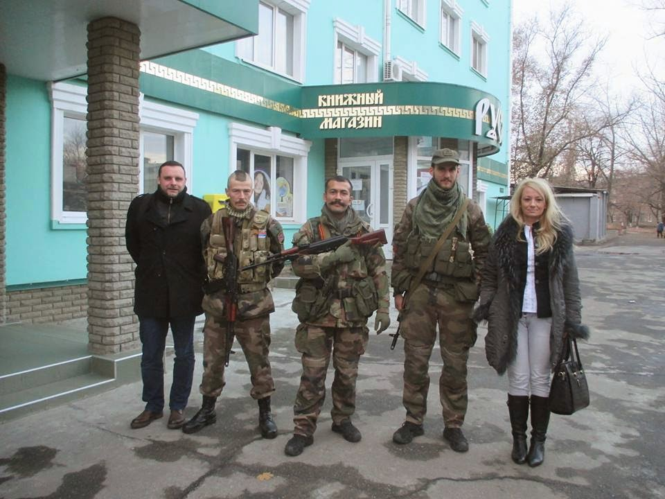 Manuel Ochsenreiter, editor of the far right Zuerst! journal (far left), and Dragana Trifkovic, director of the Belgrade Centre of Strategic Research (far right), with French/Serbian Eurasianists fighting against Ukrainians in Eastern Ukraine