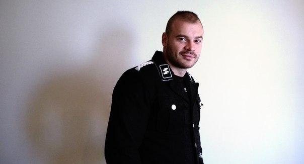 Maxim Marzinkewitsch ist berüchtigt für Videos, in denen er Homosexuelle erniedrigt, indem er ihnen die Köpfe abrasiert und sie zwingt, oralen Sex zu simulieren.