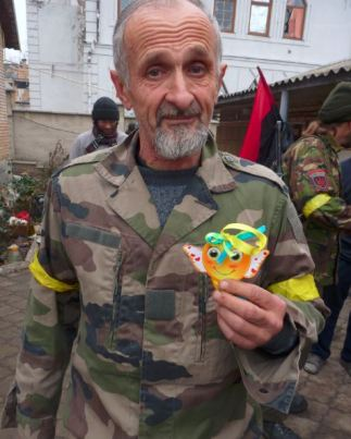 Right Sector battalion member receives a token from schoolchildren