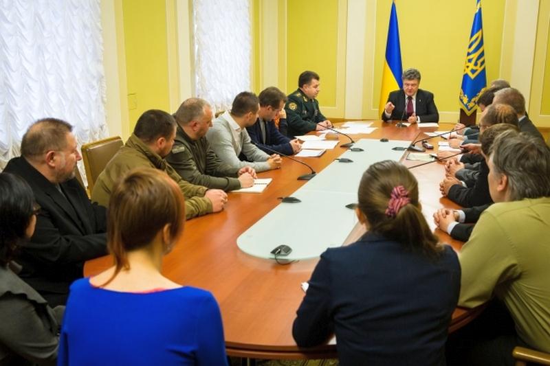 President Poroshenko welcoming the volunteers at work in the MoD