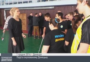 """Donetsk youth wearing pro-Ukrainian t-shirts to a meeting with """"DNR"""" leaders"""