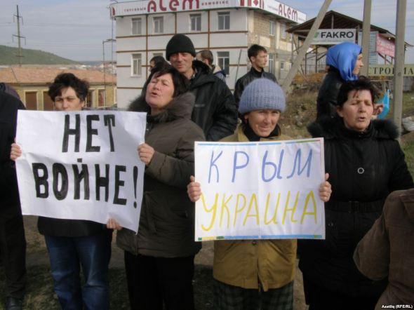 """No to war! Crimea is Ukraine!"""