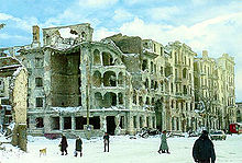 A street of the ruined capital Grozny right after the First Russian-Chechen War (Image: wikipedia.org)