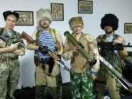 Russian pseudo-Cossack mercenaries in Donbas, Ukraine posing with their weapons during the Russian military invasion of Ukraine in 2014 (Image: nr2.com.ua)
