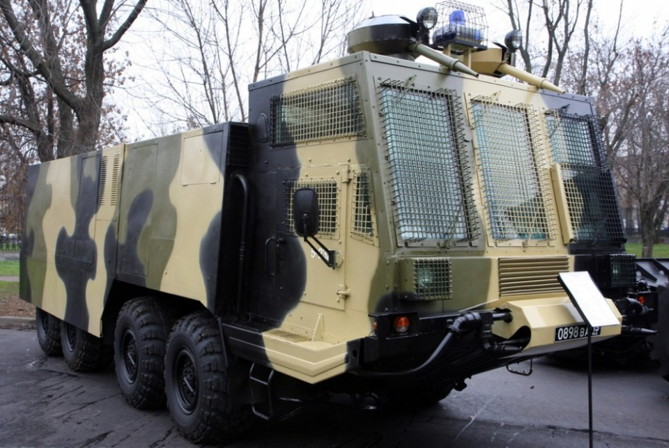Internal_troops_ABS-40_riot_control_vehicle[1]