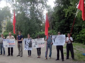 "Protesting the Day of Russia celebration in the city of Penza, Russia on June 12, 2015. The signs say ""Our Motherland falling apart is not a holiday!""; ""12 June - the day of the dismemberment of the USSR!""; ""12 June - the start of the occupation of Russia."" (Image: social media)"