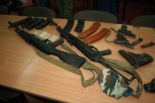 Weapons and ammunition seized from the members of the arrested terrorist and spy group operating in Kharkiv, which was recruited and controlled by Russian military intelligence. (Image: SBU)