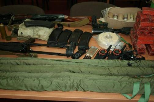 Weapons, explosives and ammunition seized from the members of the arrested terrorist and spy group operating in Kharkiv, which was recruited and controlled by Russian military intelligence. (Image: SBU)