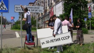 Separatists expanded their effort to remove all street signs in Ukrainian and replace them with signs in Russian in areas of their control (Image: DSNews.ua)
