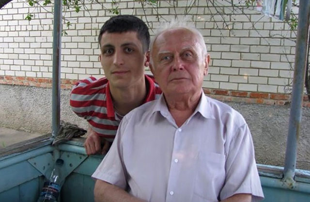 Yuriy Soloshenko with his grandson. Photo: poltava.to