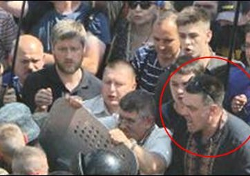 "Oleh Tyahnybok, the leader of the nationalist ""Svoboda"" party, participating in the attack on Ukrainian National Guardsmen protecting the Verkhovna Rada on August 31, 2015 (Image: censor.net.ua)"