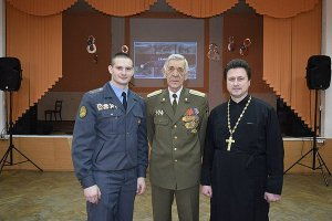 """Police Leutenant Mishkel (left) and Archpries Yevgeny Pavelchuk, founders of the Russian """"military-patriotic clubs"""" called the Slaviane and the Druzhina."""