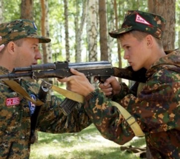 "Estonian ETV's investigative television program, ""Pealtnägija"", revealed how ethnic Russian pupils from Estonia are taking part in Russian youth camps, which aim to ensure their allegiance to the Kremlin. The camps are organized in cooperation with Russian federal agencies, the Ministry of Defense, security forces and media outlets. The organizers are also closely connected to the Russian military intelligence service, the GRU. (Image: ERR)"