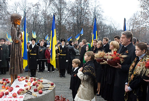 Viktor Yushchenko and his family at The Memorial in Commemoration of Famines' Victims
