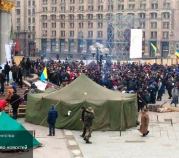 """Unknown people tried to start a """"third Maidan"""" mass protest during the commemoration of the second anniversary of the Revolution of Dignity in Kyiv. Some commentators speculated that these protesters are connected to activities of Russian special services trying to further destabilize the Ukrainian state."""